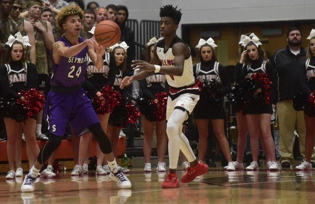 Junior+Keaton+Seniors+passes+the+ball+against+New+Albany+on+Friday+night.+-Photo-+Tribune.