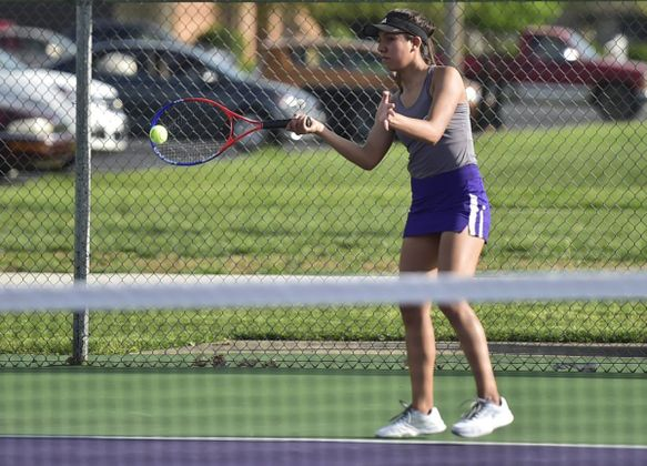 Lady Owls Tennis Sweep Rival Braves