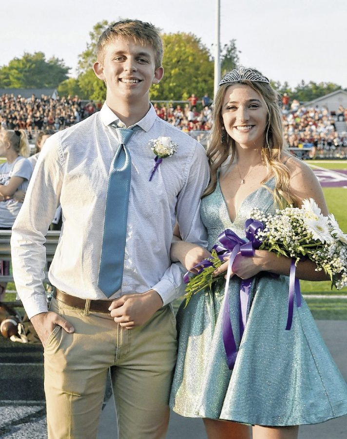 Seymour+High+School+seniors+Aiden+Goen+and+Chloe+Criswell+were+crowned+homecoming+king+and+queen+Friday+night+during+the+Jackson+Bowl+game+at+Bulleit+Stadium+in+Seymour.++Dylan+Trimpe