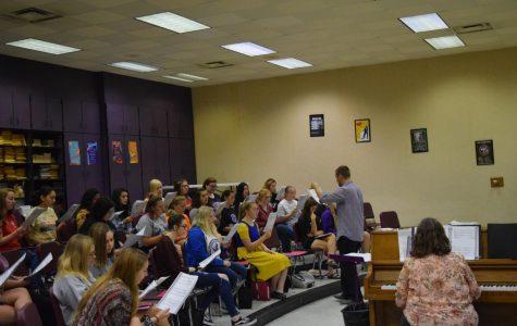 "Sirenas to Join Varsity Chorale in ""Mamma Mia!"""