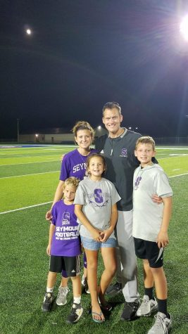 Head Football Coach Kelly Accepts Offer to Coach in Fischers